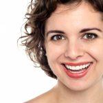 77%の人が歯のホワイトニングに興味あり。気になる料金は…